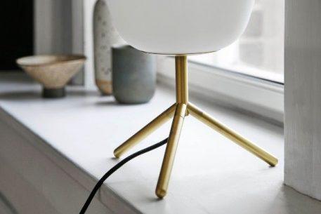 Lampa skandynawska - opalizujące szkło, matowy, antyczny mosiądz - Frandsen Lighting