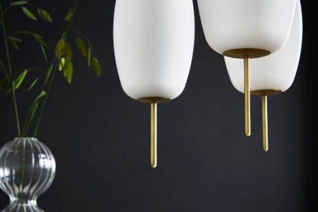 Lampa wisząca - opalizujące szkło, matowy, antyczny mosiądz - Frandsen Lighting